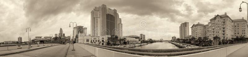 坦帕, FL - 2016年2月:坦帕海岸线全景为 免版税库存照片