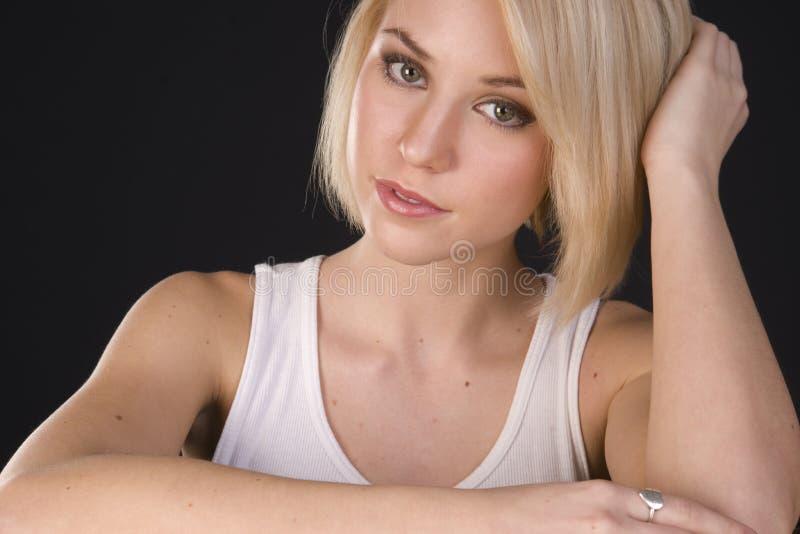 坦率的金发碧眼的女人 免版税库存照片
