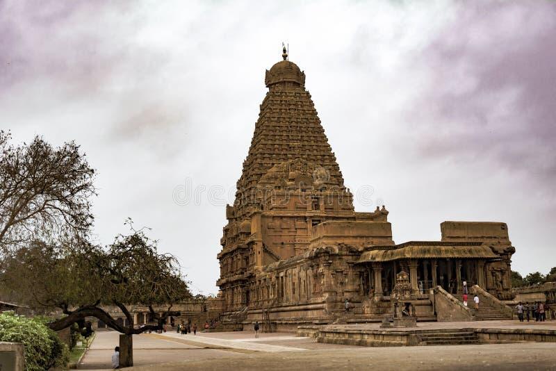 坦贾武尔寺庙秀丽有colourfull云彩的 免版税库存图片