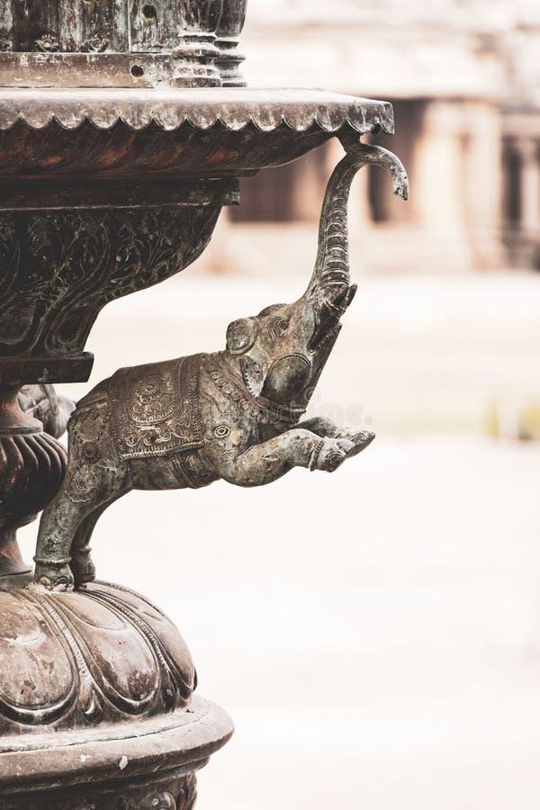 坦贾武尔寺庙金属大象雕象秀丽  库存图片
