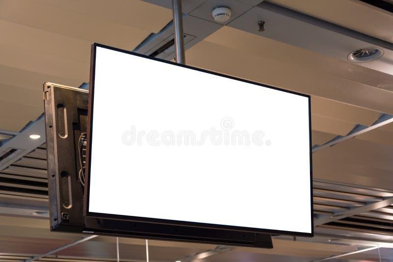 垂悬从天花板的空白的广告空间屏幕 库存照片