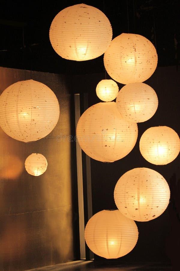 垂悬在一个暗室的灯笼 免版税图库摄影