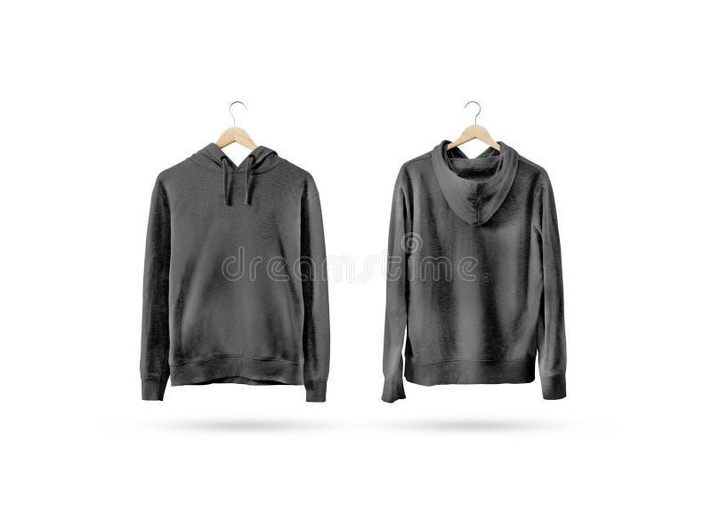 垂悬在木挂衣架的空白的黑运动衫大模型集合 免版税库存图片