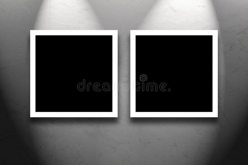 垂悬在美术画廊墙壁上的两张方形的绘画 库存照片