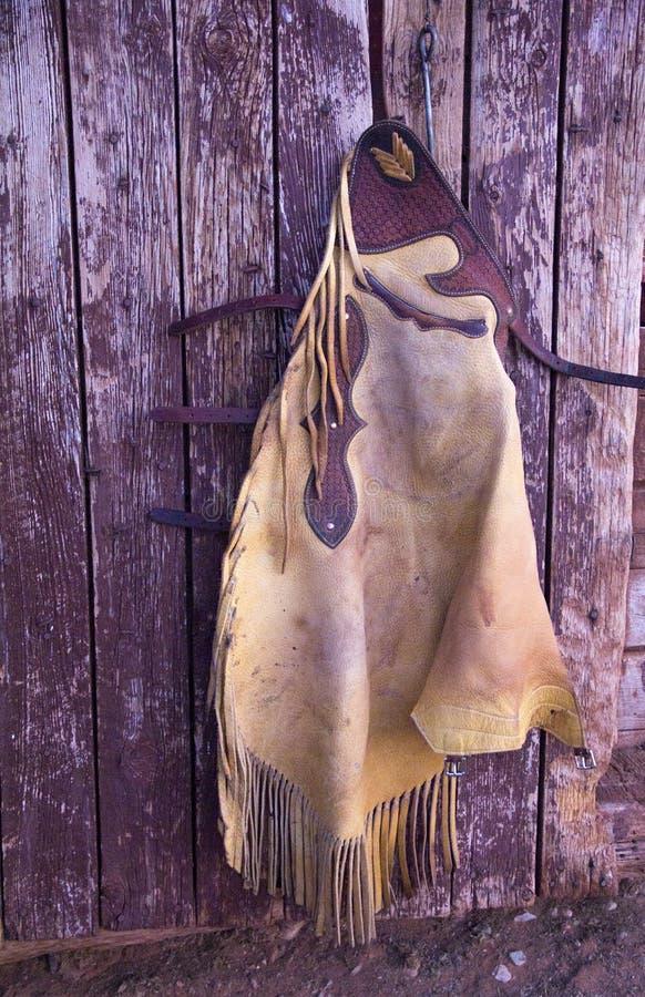 垂悬在谷仓墙壁上的破裂 免版税图库摄影