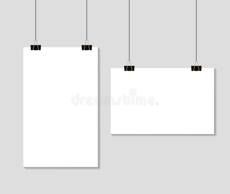 垂悬在黏合剂夹子的空的白纸板料 大模型在灰色背景的模板格式A4 r 库存例证