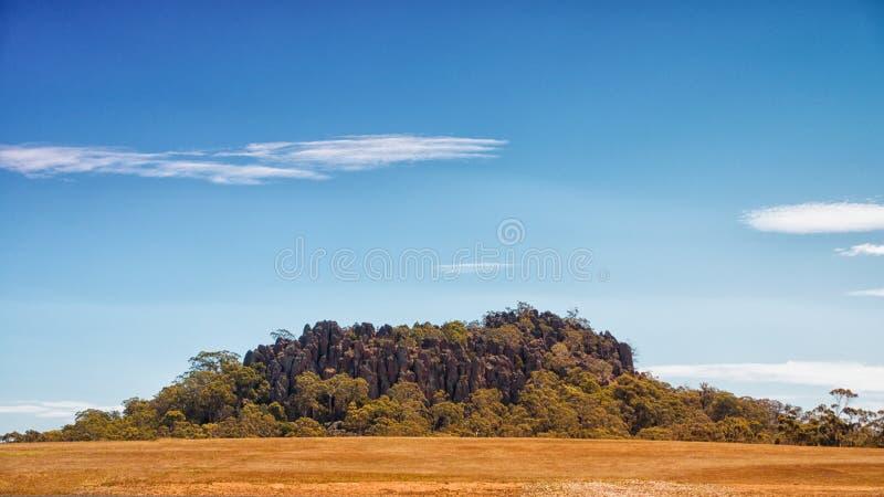 垂悬的岩石,登上Macedon范围 库存图片