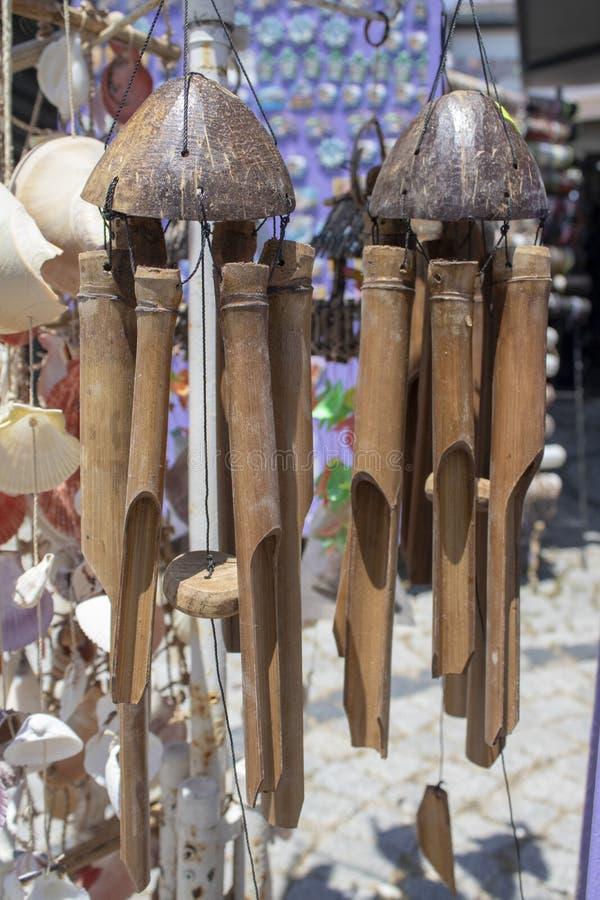 垂悬的木风铃 r r 库存图片
