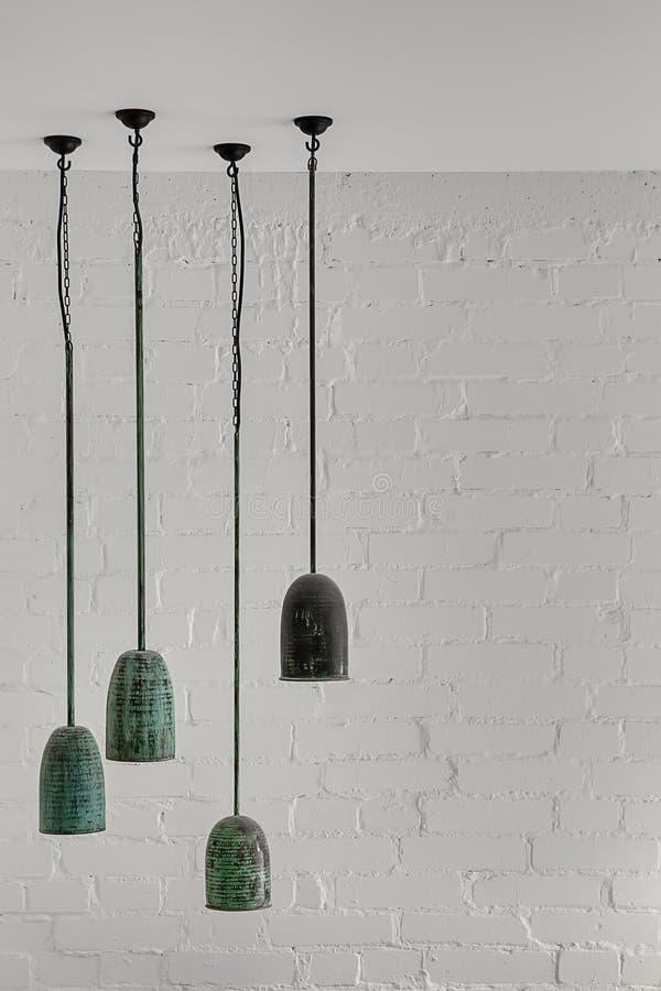 垂悬的绿沸铜灯 库存图片