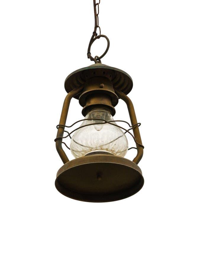 垂悬老的街灯在白色背景隔绝的链子 库存图片