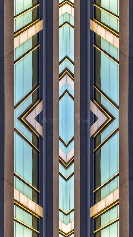 垂直的办公楼的框架发光的小野鸭窗口 皇族释放例证