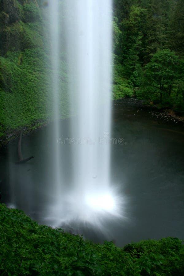 垂直的瀑布 免版税库存照片