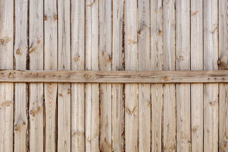 垂直的简单的橡木木篱芭背景特写镜头  老被打结的排柱 葡萄酒土气样式 Copyspace 库存图片