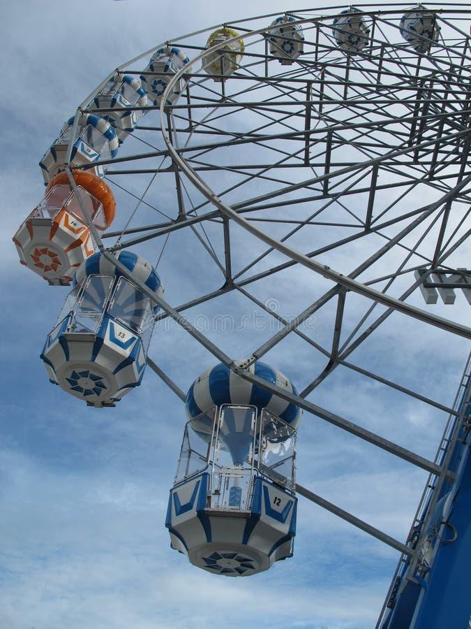 垂直的弗累斯大转轮有bluesky背景 免版税库存图片