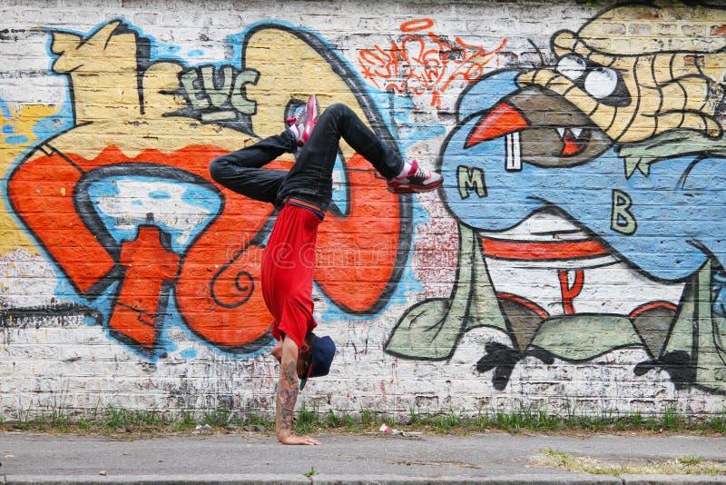 垂直的breakdance 库存图片