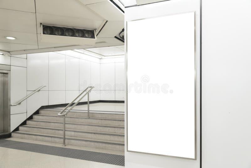 垂直/画象取向空白广告牌 库存照片