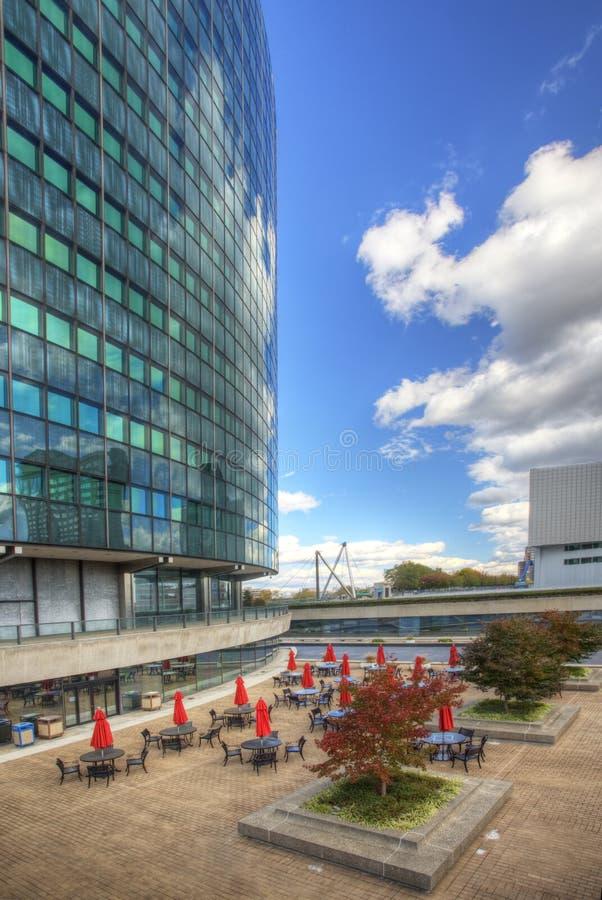 垂直,菲尼斯大厦在哈特福德,康涅狄格在一个晴天 免版税库存照片