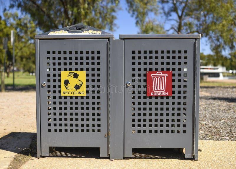 垃圾和Recyle容器 免版税图库摄影