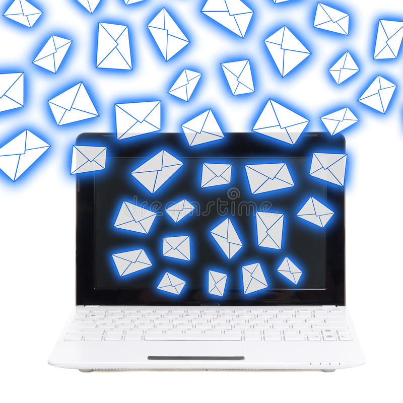 垃圾短信概念-有在白色隔绝的飞行信封的膝上型计算机 免版税库存图片