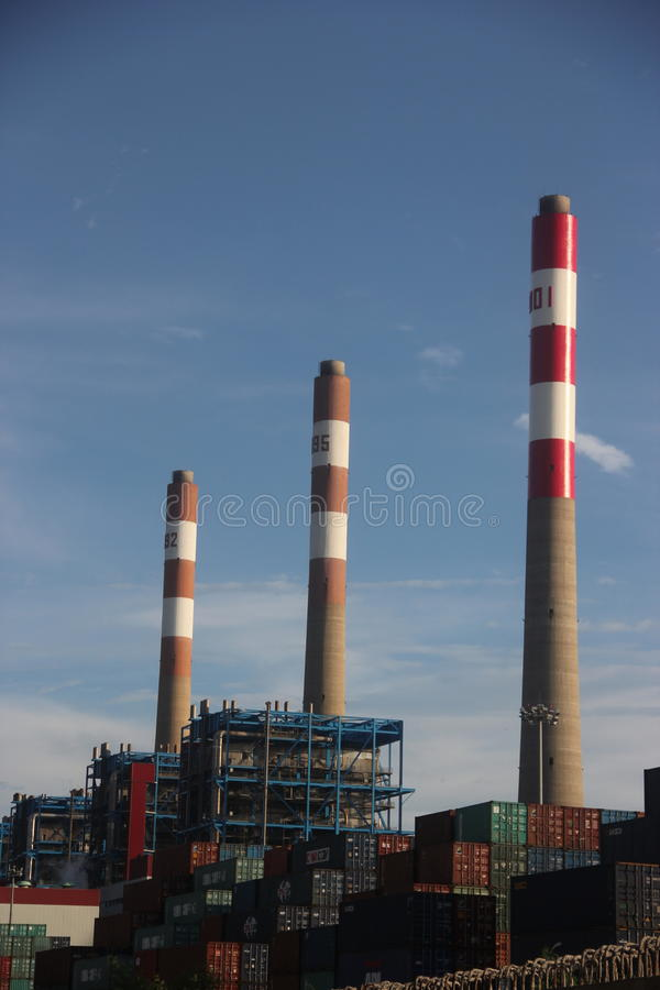 垃圾能源厂烟囱在深圳 图库摄影