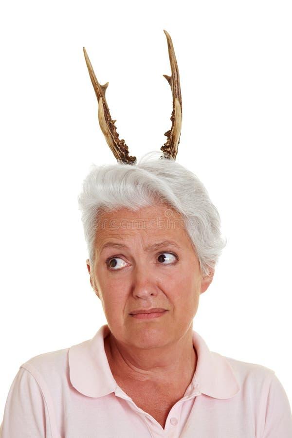 垫铁前辈妇女 免版税图库摄影