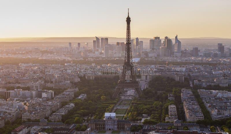 埃佛尔铁塔在日落的巴黎 免版税图库摄影
