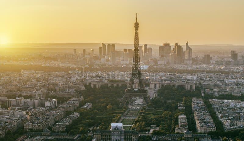 埃佛尔铁塔在日落的巴黎 库存照片