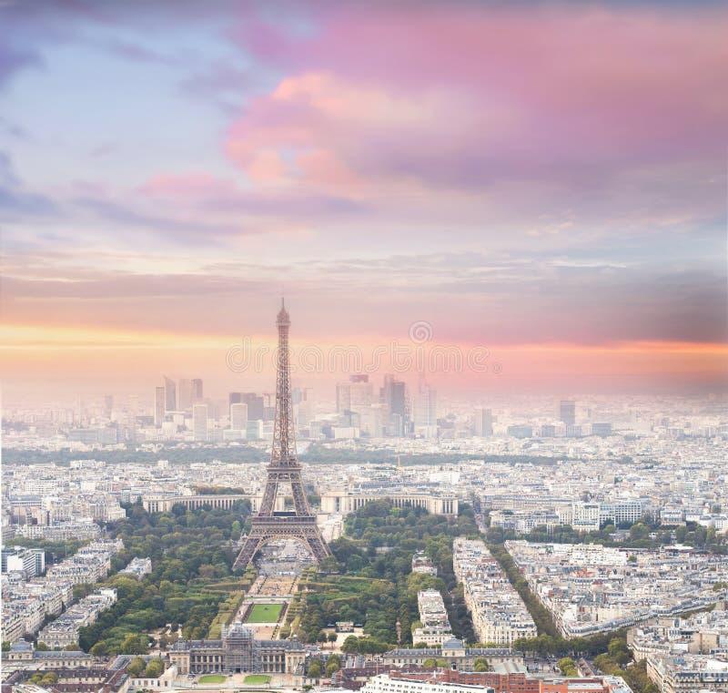 埃佛尔铁塔在日落的巴黎 图库摄影