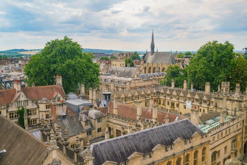 埃克塞特学院和牛津都市风景的鸟瞰图 库存照片