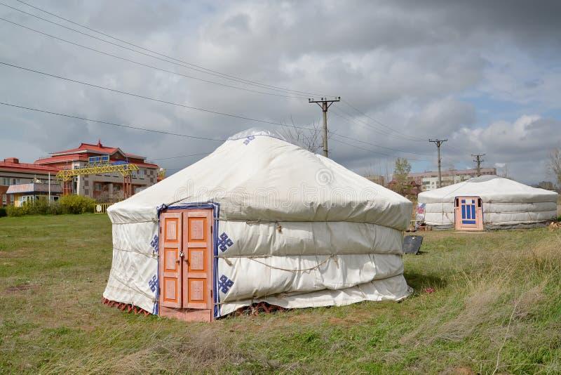 埃利斯塔,俄罗斯 oyrat蒙古人游牧文化的博物馆在两个卡尔梅克的掀动推车的 免版税库存图片