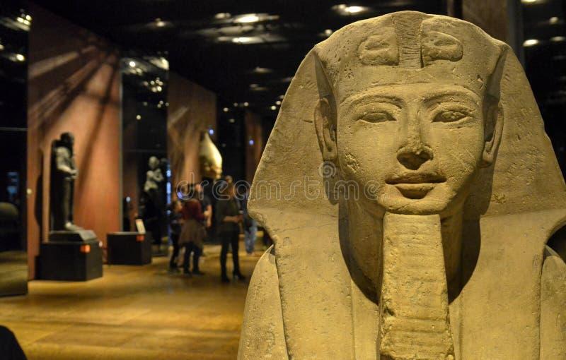 埃及博物馆大屋子致力雕象 库存图片