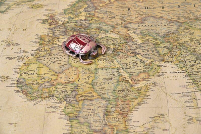 埃及在地图的标志金龟子 免版税库存照片