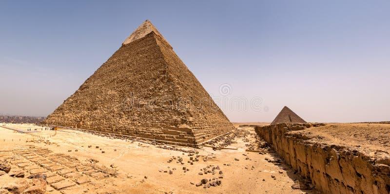 埃及开罗吉萨高原的古埃及金字塔 免版税库存照片