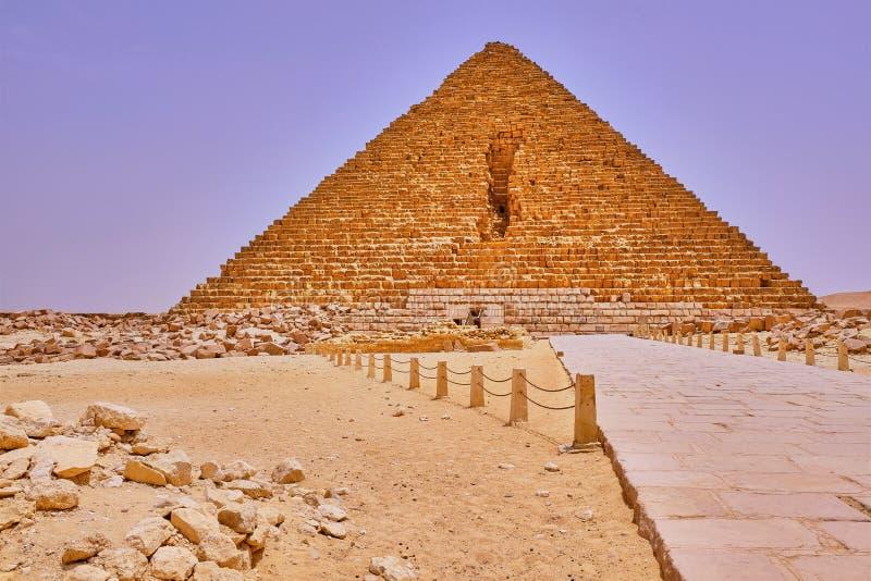 埃及开罗吉萨高原的门卡鲁金字塔 图库摄影