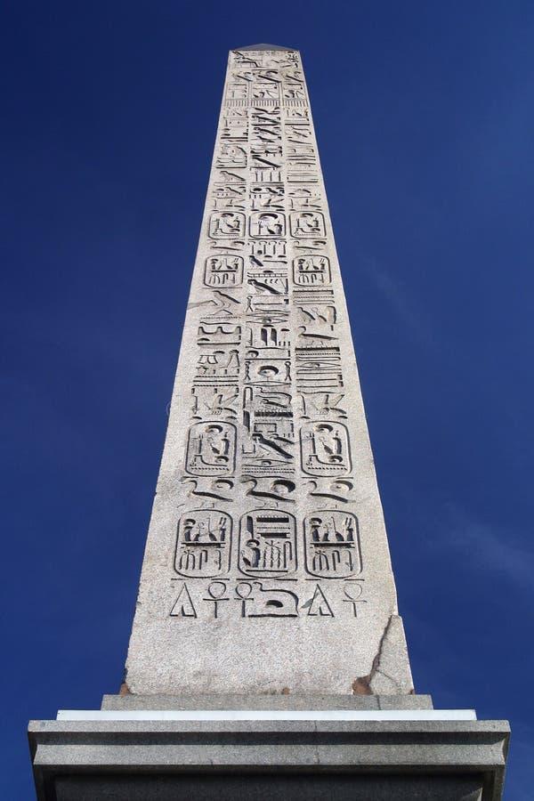 埃及方尖碑巴黎 免版税图库摄影