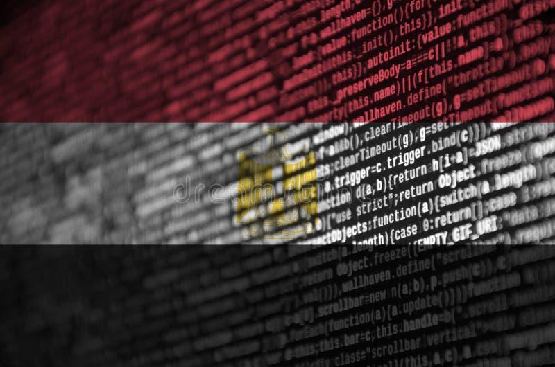埃及旗子在有节目代码的屏幕上被描述 现代技术和地点发展的概念 皇族释放例证
