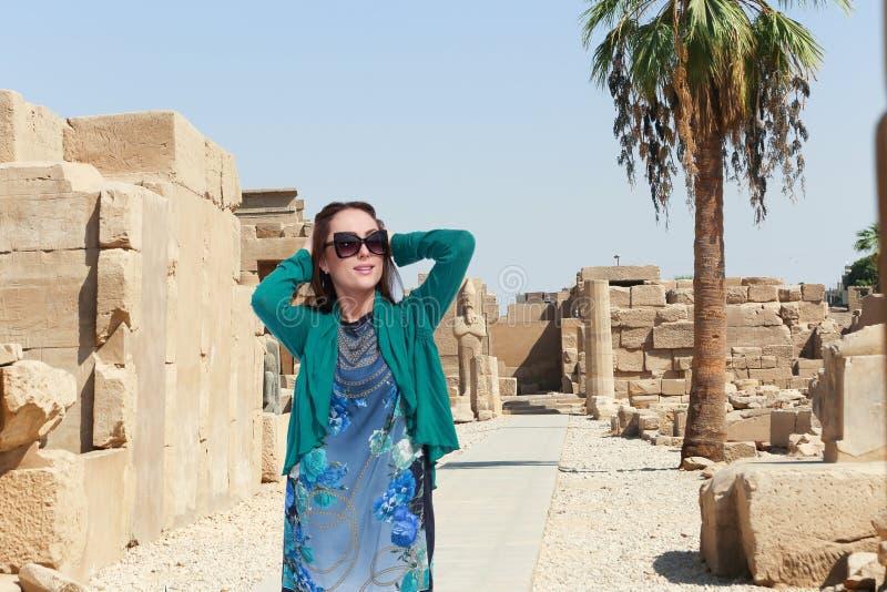 埃及的美丽的女孩游人 免版税库存照片