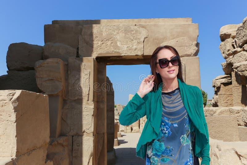 埃及的美丽的女孩游人 免版税库存图片