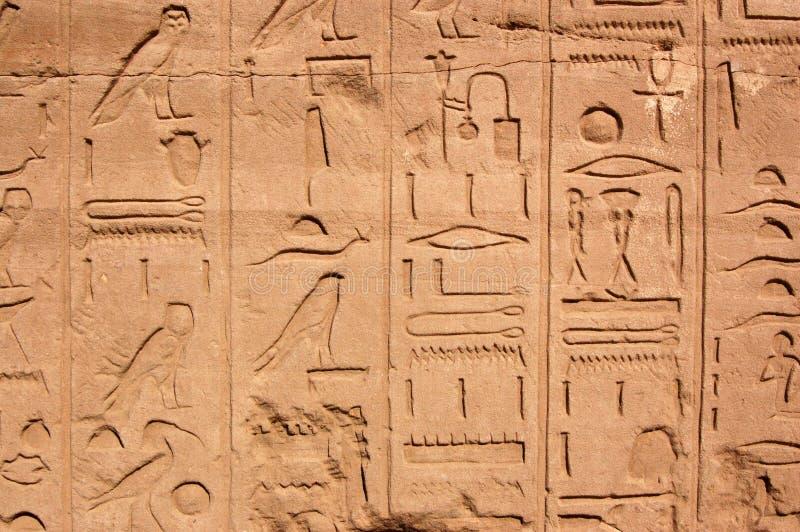 埃及象形文字karnak寺庙 免版税图库摄影