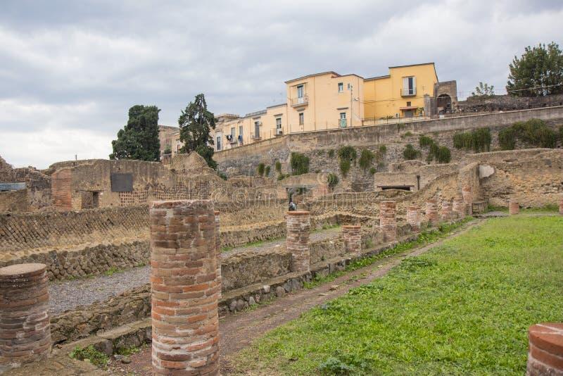 埃尔科拉诺,意大利- 2018年11月04日, 赫库兰尼姆挖掘废墟在那不勒斯,意大利附近的Ercolaono 库存图片