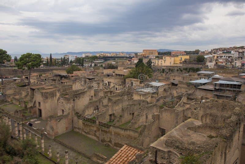 埃尔科拉诺,意大利- 2018年11月04日, 赫库兰尼姆挖掘废墟在那不勒斯,意大利附近的Ercolaono 免版税库存图片