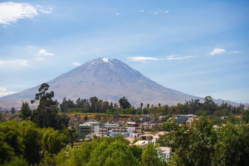 埃尔米斯蒂火山火山在阿雷基帕,秘鲁 库存照片