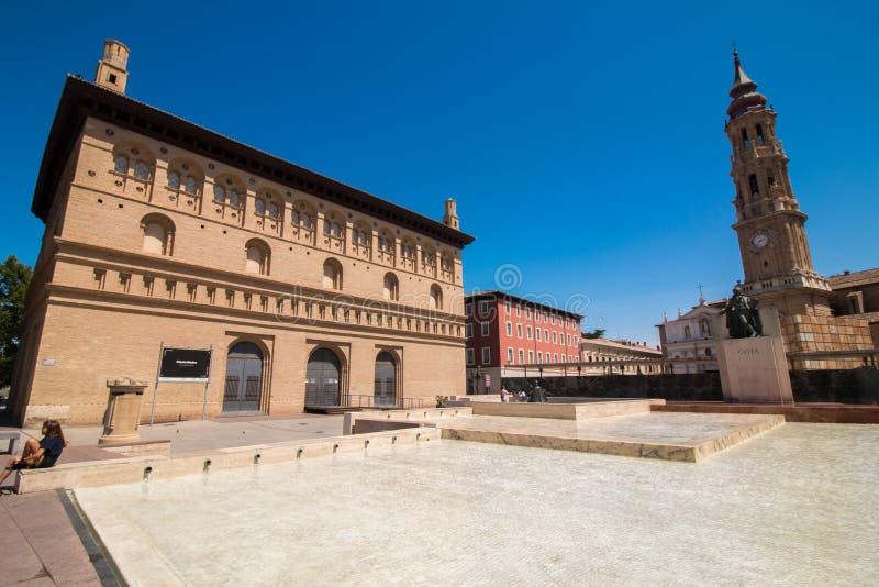 埃布罗河的西班牙萨瓦格萨巨大的市 库存图片
