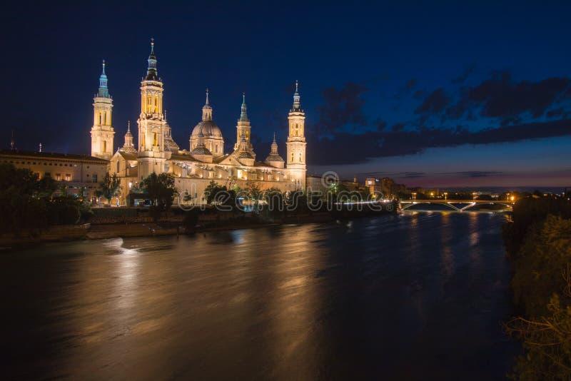 埃布罗河的西班牙萨瓦格萨巨大的市 免版税图库摄影