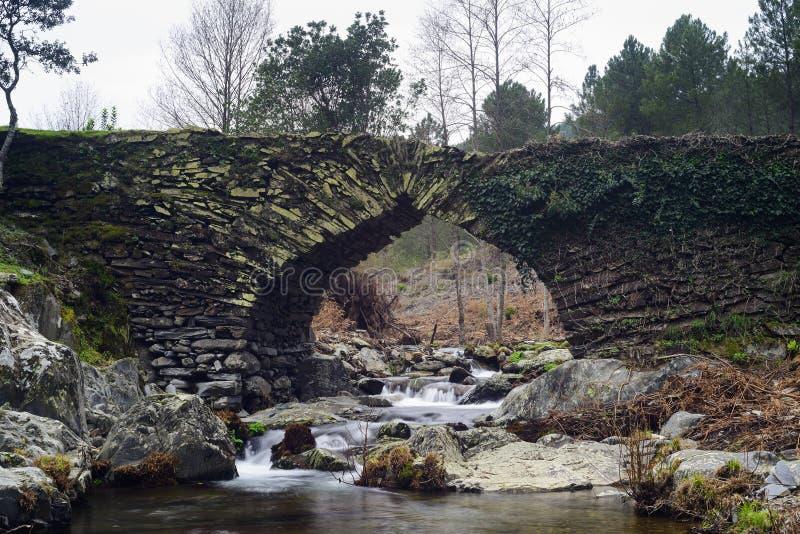 埃斯特雷马杜拉奥韦拉拉斯胡尔德斯的石桥 免版税库存图片