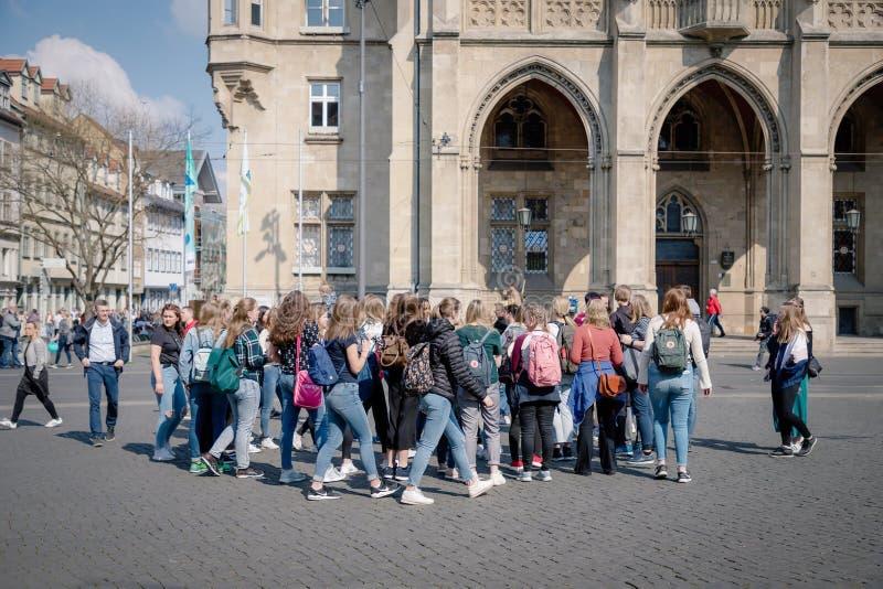 埃福特,德国 2019年4月7日 学校小组游览在市中心 库存图片