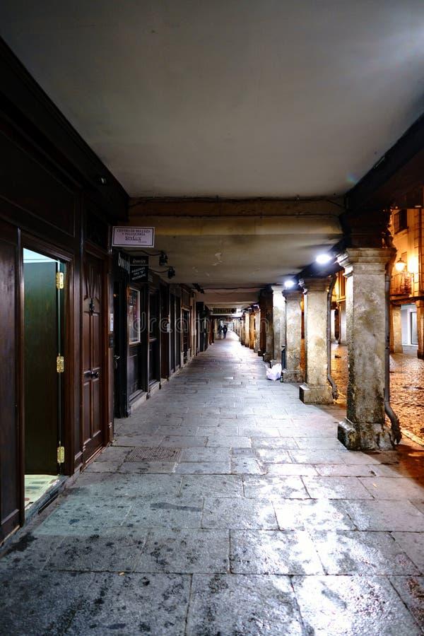 埃纳雷斯堡,马德里,西班牙 2017年11月28日:古老sto 免版税库存照片