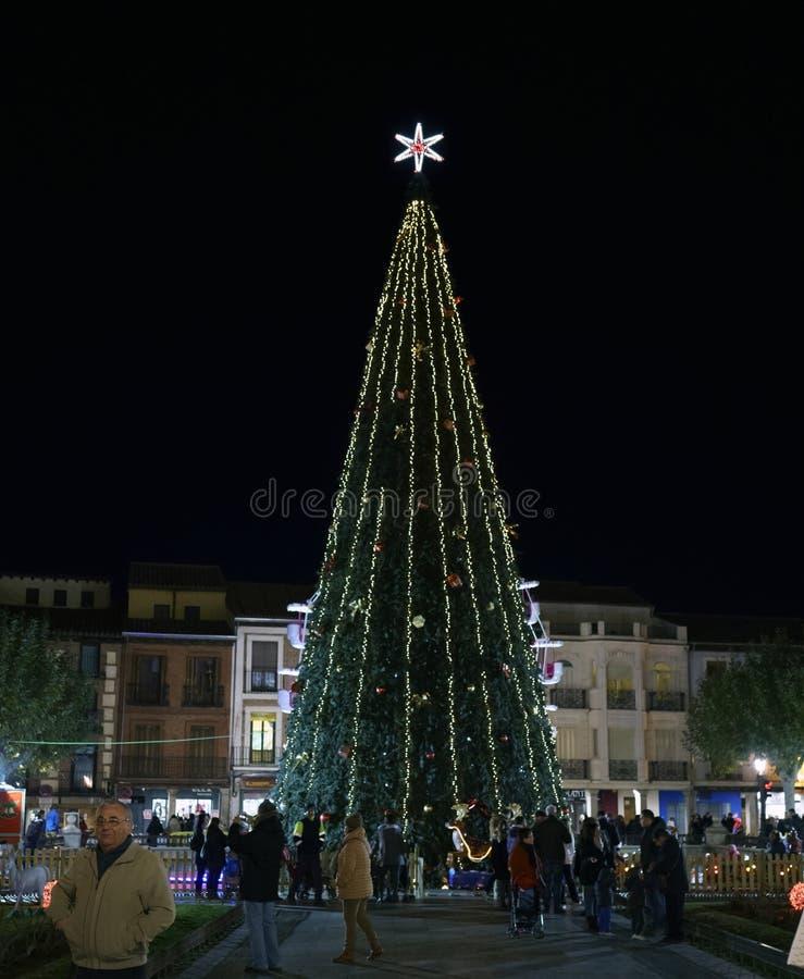 埃纳雷斯堡,马德里,西班牙/2017年12月1日:夜照片 库存照片