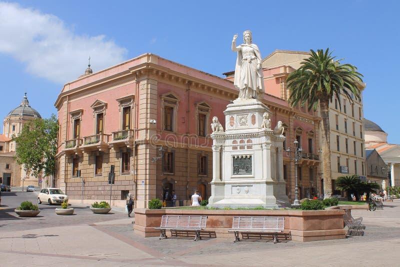 埃莉奥诺拉d `阿尔博雷亚雕象在奥里斯塔撒丁岛意大利 免版税库存照片