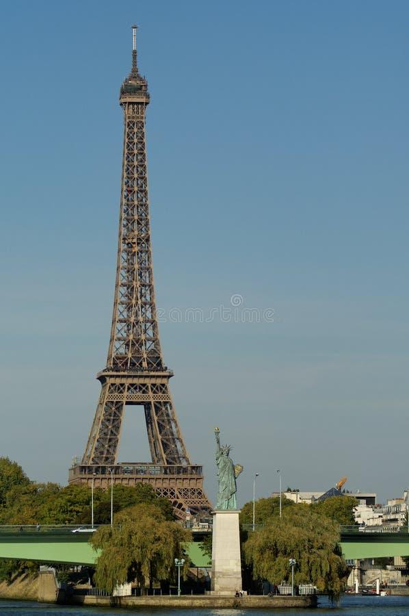 埃菲尔・法国自由巴黎雕象塔 免版税库存图片